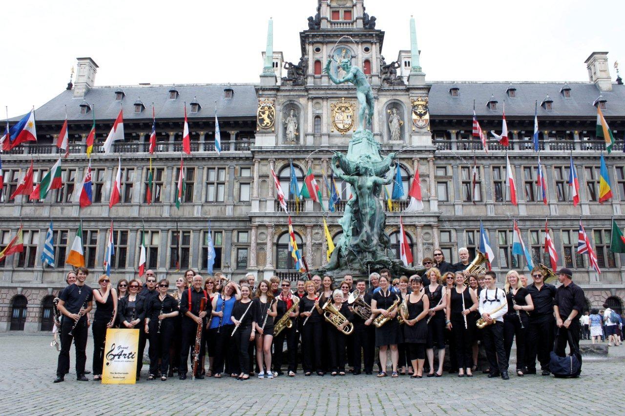 Groepsfoto op de Markt in Antwerpen 6juli13